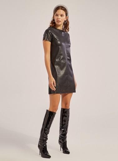 Monamoda Lazer Kesim Vegan Deri Elbise Siyah